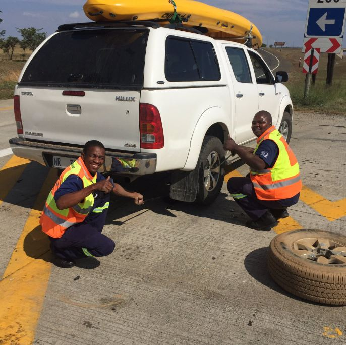 changing-tyre-on-road-n3