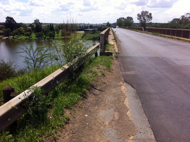 geen-weerkaatsers-op-kante-van-brug-22-nov-2016